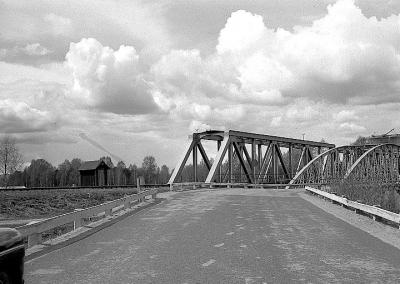 Gamla bilbron vid järnvägsbron mot Mora